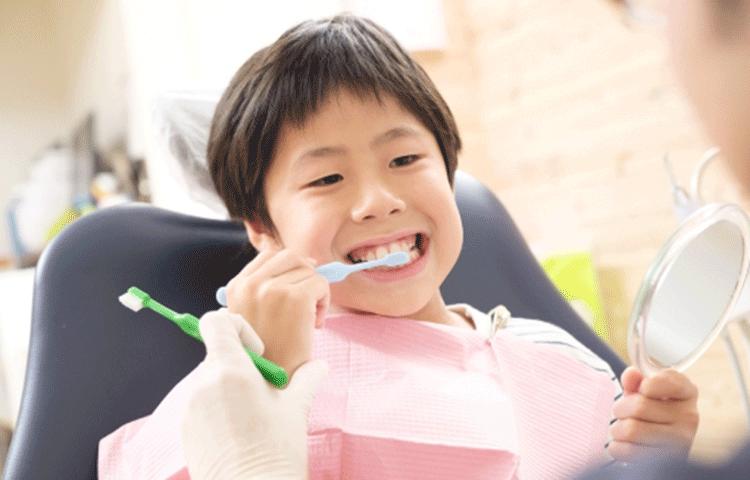 子どもの頃から歯医者さんに通うことが大切です
